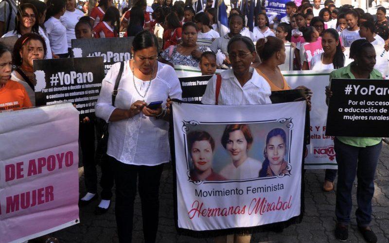 Mujeres piden se cumplan deudas sociales