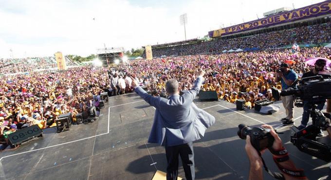 Leonel Fernández congrega miles de seguidores
