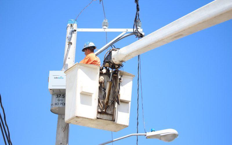 Cuatro comunidades con servicio de luz continuo
