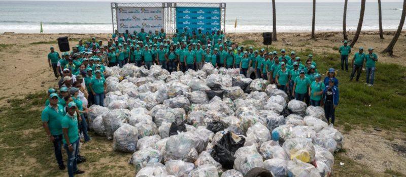 Edenorte contribuye con limpieza de playa