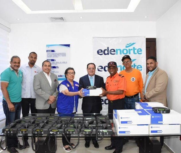 Edenorte dona radios comunicación a instituciones