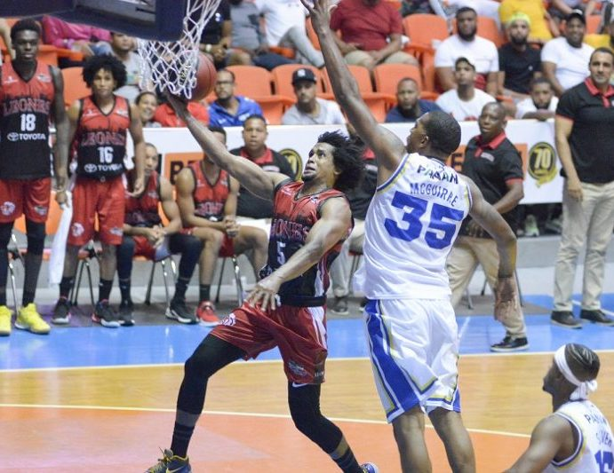 Leones vencen Metro baloncesto