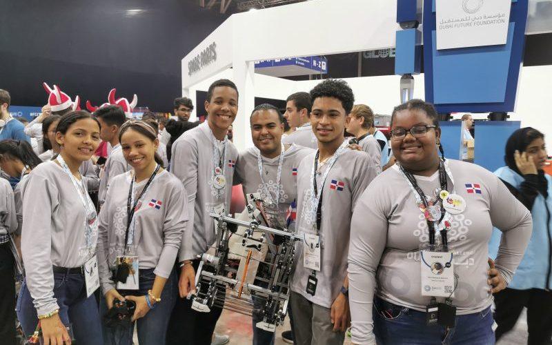 Dominicanos ganan medalla competencia robótica