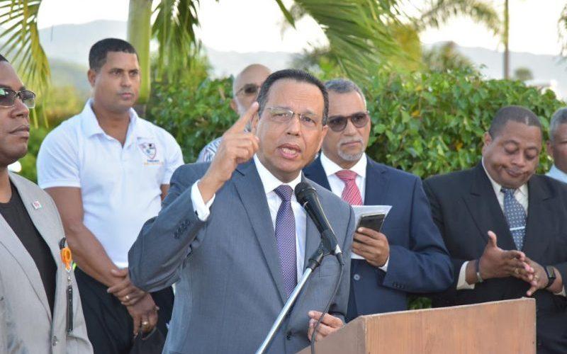 Peña Mirabal pide no poner en peligro el año escolar