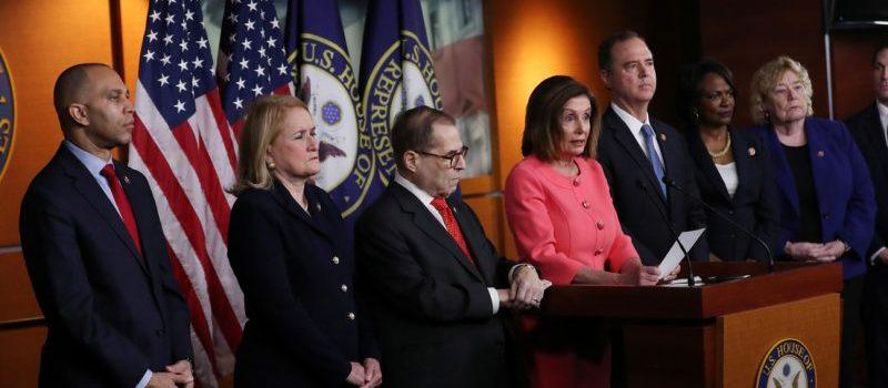 Pelosi presenta congresistas fiscales juicio político Trump