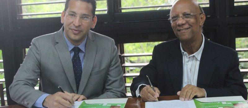 Intabaco y Universidad Isa firman acuerdo colaboración