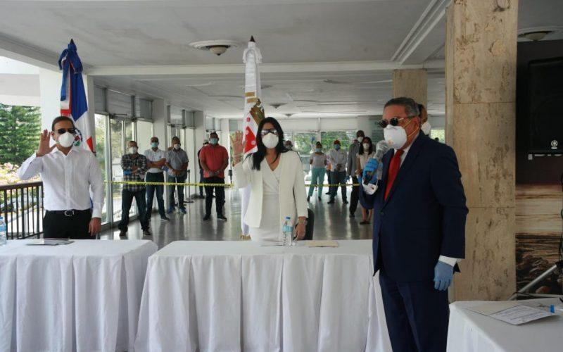 Abel Martínez jura otra vez como alcalde de Santiago