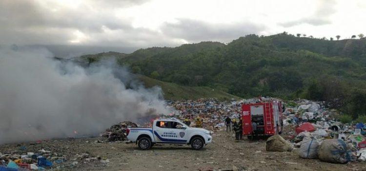 Se produce fuego en vertedero municipio de Tamboril