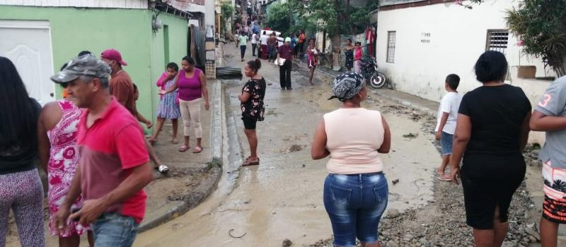 Rotura de tubería inunda viviendas en Cienfuegos