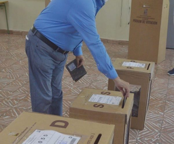 Eduardo Estrella vota en las elecciones de este domingo