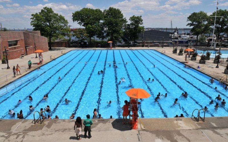 Alcalde De Blasio autoriza apertura 8 piscinas