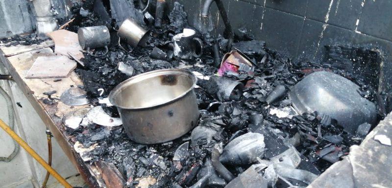 Incendio destruye ajuares casa de segunda planta