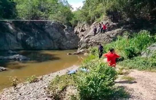Rescatan los cuerpos de dos jóvenes que ahogaron en río