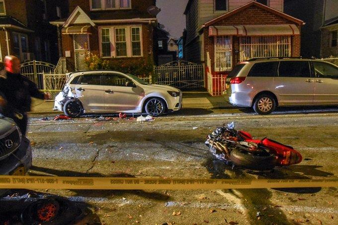 Hombre muere en Queens por accidente moto