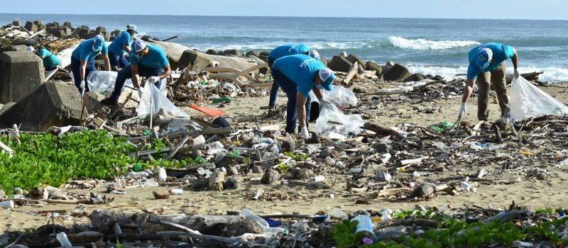 Edenorte realiza jornada de limpieza en playa Matancita
