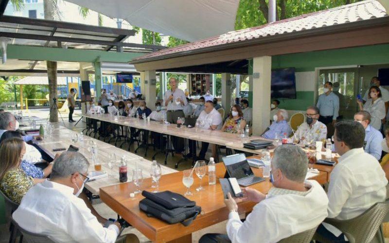 David Collado se reúne con empresarios turísticos PP