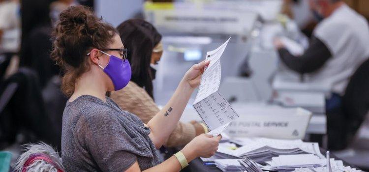 Trump pide detener conteo votos en Georgia