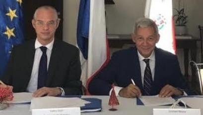 Valéry Vicini y Cristian Reyna firman el acuerdo