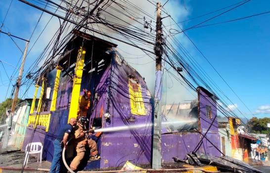 Autoridades investigan causas incendio afectó local de PLD