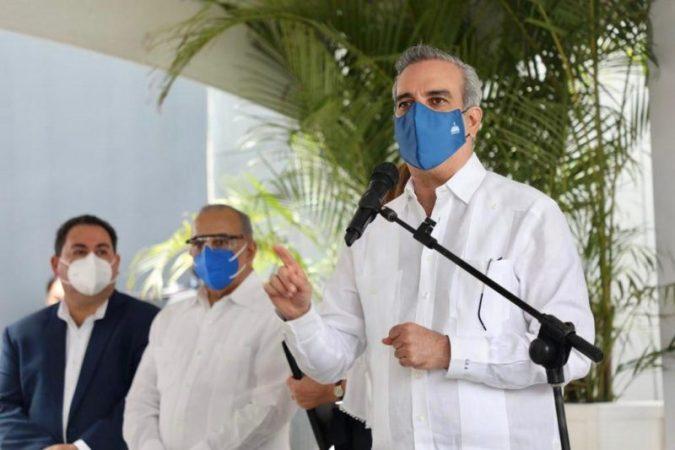 Luis Abinader en acto del Cabral y Báez
