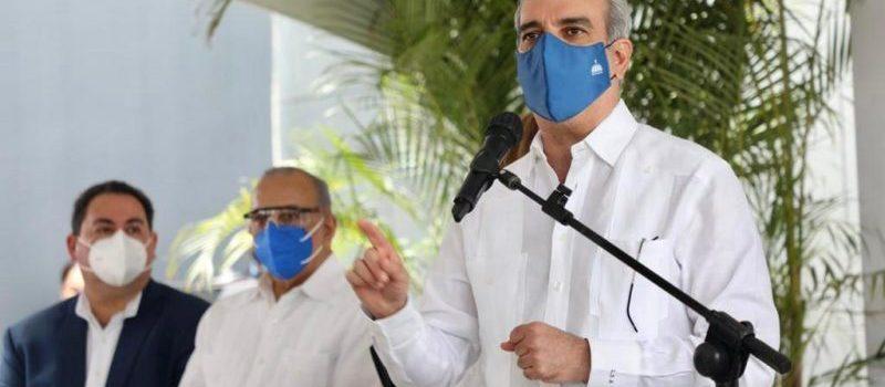 Abinader dice legalidades impiden acabar hospitales