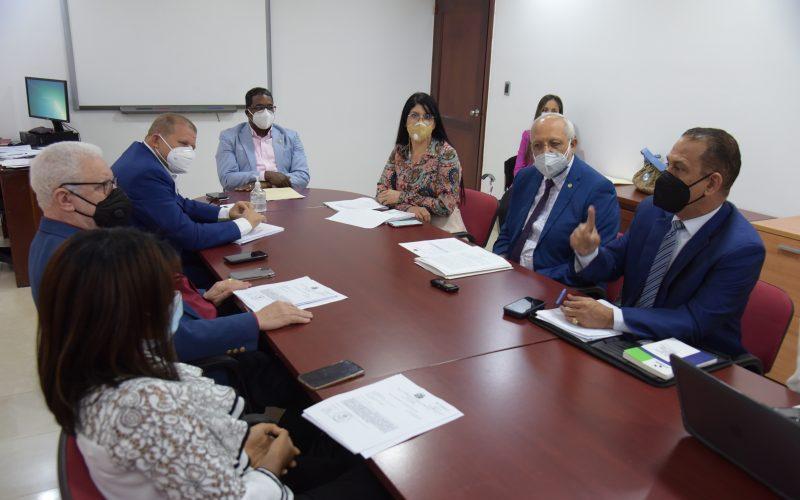 Diputados y ejecutivos de la Sisalril se reúnen