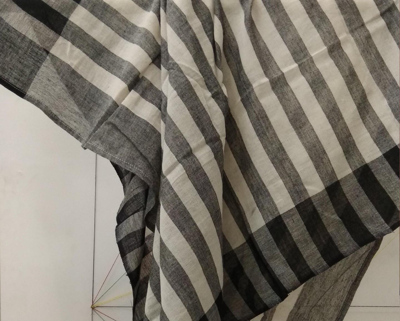 https://baragaonweaves.com/wp-content/uploads/2020/06/SF11-handloom-scarf-1.jpg