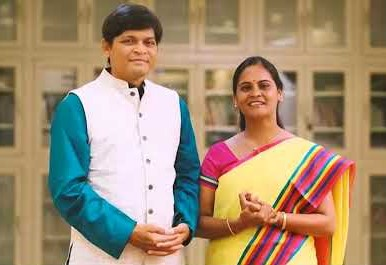 Dr. Newton Kondaveti a Lakshmi