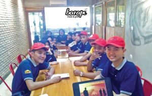 Training Associate di Restoran Steak