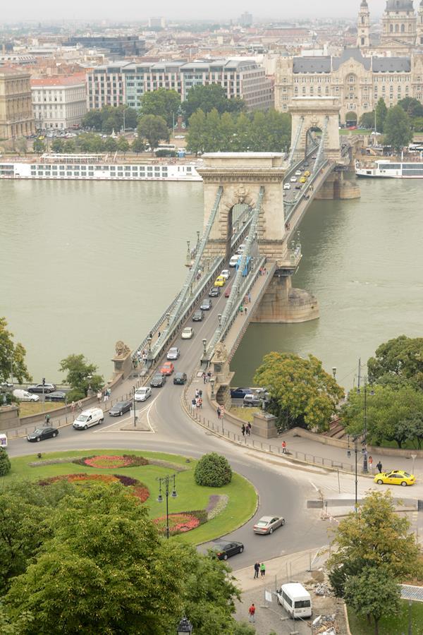 bridge in budapest up