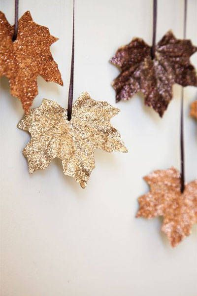 glitter leaves halloween deco
