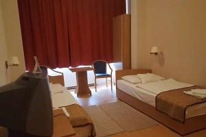 Akadálymentes szoba két külön ággyal