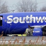 USA - One dead after jetliner blows an engine in flight
