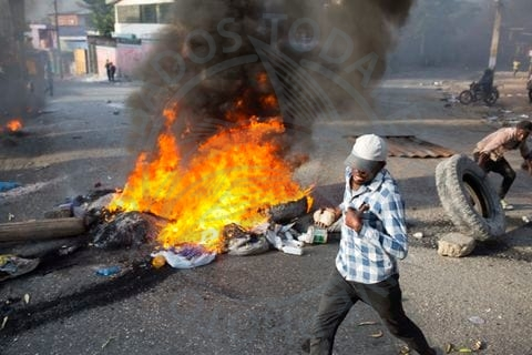 Violent protests and looting in Port-au-Prince, Haiti as gas price uproar continues