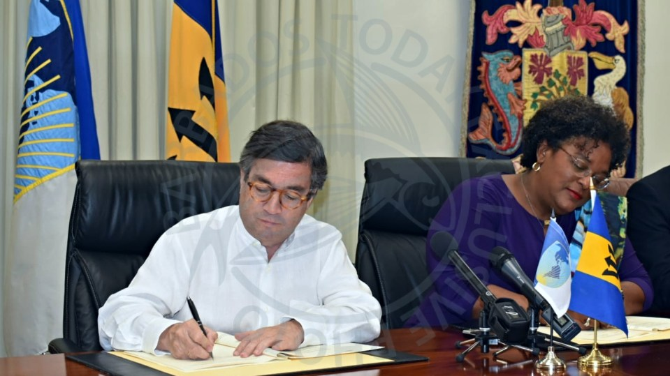 IDB signs US$100M agreement with Barbados