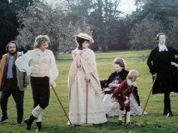 Lo scrittore Salman Rushdie aveva solo questi manichini d'epoca per la compagnia durante sette anni di esilio in Galles, 1996