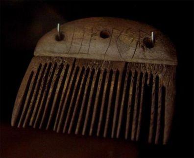 Il pettine Vimose, un pettine con la più antica iscrizione runica databile, c. 160 AC
