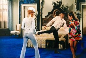 Bruce Lee istruisce Sharon Tate e Nancy Kwan sul set di The Wrecking Crew, 1968