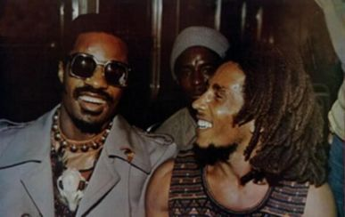 Stevie Wonder e Bob Marley insieme al concerto di Wonder Dream Benefit a Kingston, Giamaica, 1975