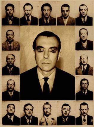 La foto-collage rappresenta i maggiori esponenti della corrente surrealista, figurativa e letteraria, di Parigi. Fra questi compaiono: Luis Bunuel; Salvador Dalì; Paul Éluard; Max Ernst e René Magritte