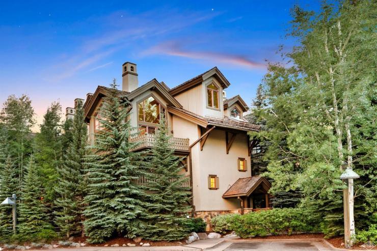 Pinecone Lodge #202, Arrowhead / SOLD $685,000 / 9.27.17 (Photo: BHHS)
