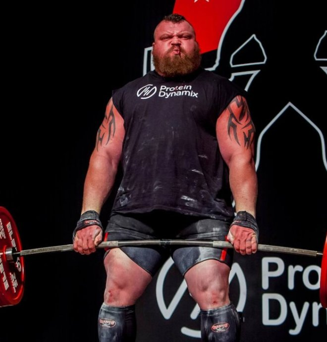 Eddie hall using weight lifting straps for deadlift