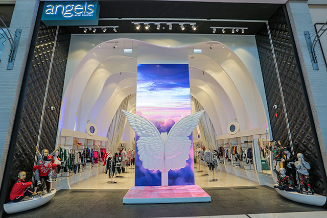 Angels in the Dubai Mall