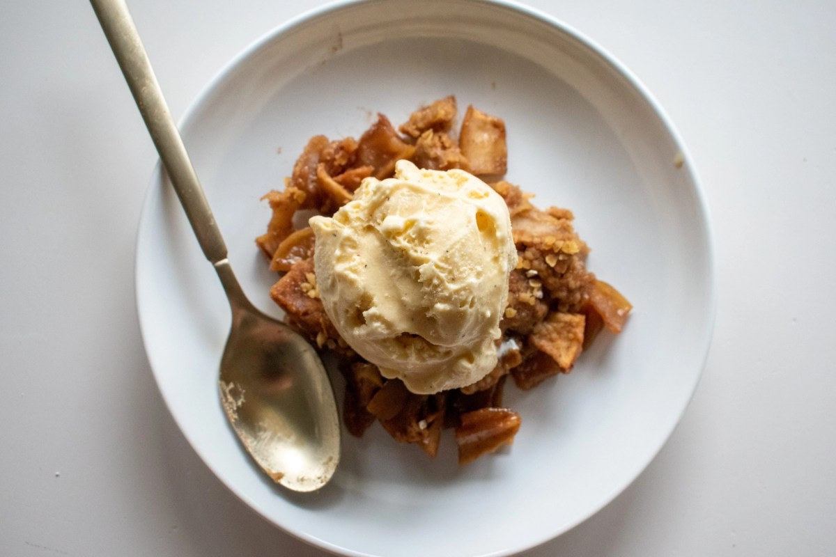 Overview of Classic Apple Crisp on a plate