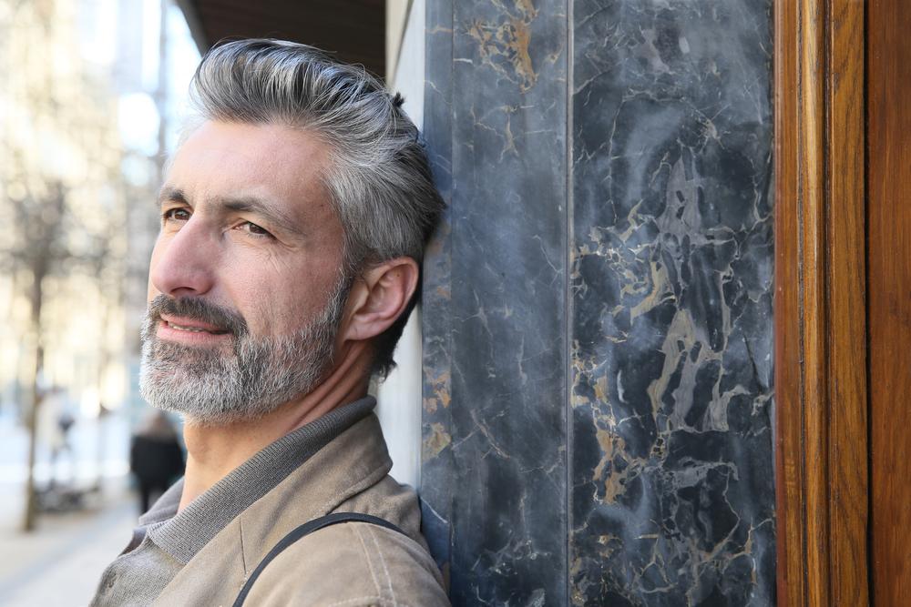 Grauen haaren mit männer Graue Haare: