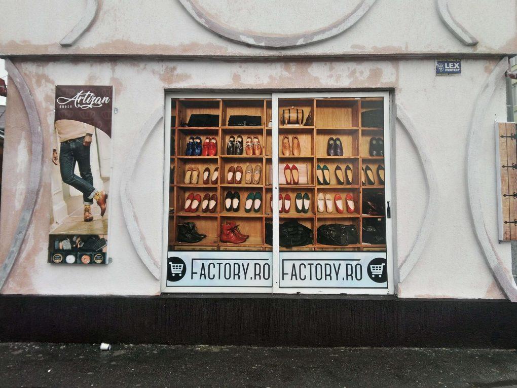 Grafică Banner + Grafică Autocolant Geamuri Factory Râmnicu Sărat Barbuiulian.com