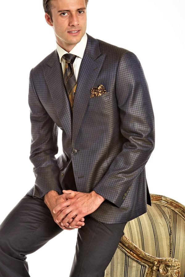 Ravazzolo-Jacket in Luxury 54%Silk & Wool in Peak Lapel model with ticket pocket