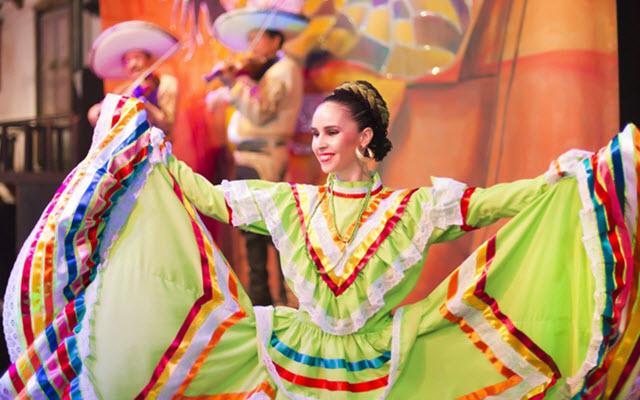 barcelo-ixtapa-beach-resort-shows