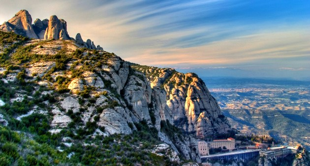 https://i1.wp.com/barcelona-home.com/blog/wp-content/upload/2013/10/montserrat-mountains-feature.jpg?resize=630%2C338