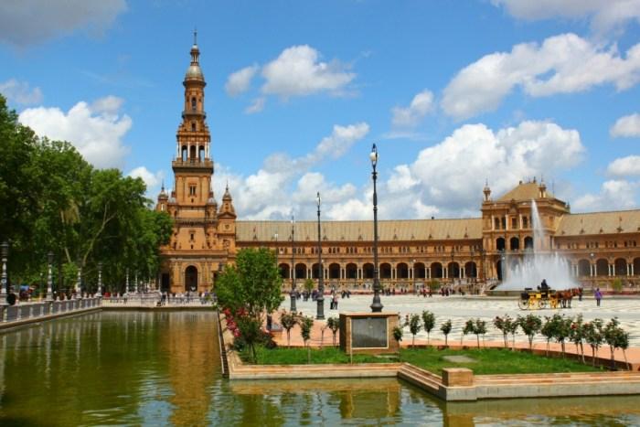 Sevilla-Spain-Plaza-de-Espana